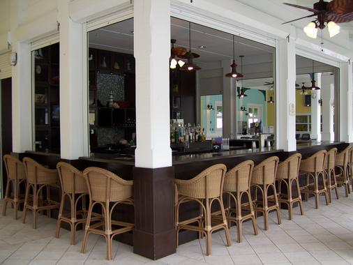 Fairfield Inn and Suites by Marriott Key West - Key West - Bar