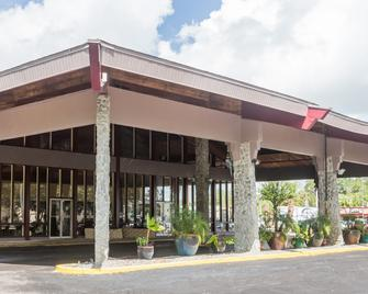 Days Inn by Wyndham Ocala West - Ocala - Building