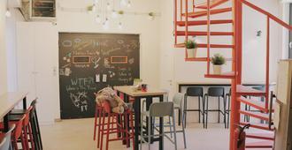 En Route Hostel - Split - Dining room