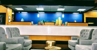 Alexis Hotel & Banquets Dallas Park Central Galleria - Dallas - Front desk
