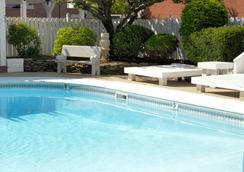 貝斯特韋斯特澤內提酒店及會議中心 - 威克斯-巴列 - 威爾克斯-貝爾 - 游泳池