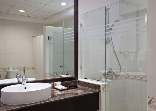 Majestic City Retreat Hotel - Dubai - Bathroom