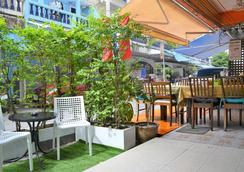 Simple Boutique Seabreeze Hotel - Patong - Patio