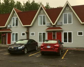 Restland Motel - Clarenville - Gebouw