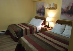 Restland Motel - Clarenville - Bedroom