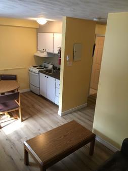 Restland Motel - Clarenville - Kitchen