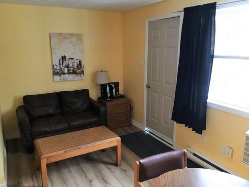 Restland Motel - Clarenville - Living room