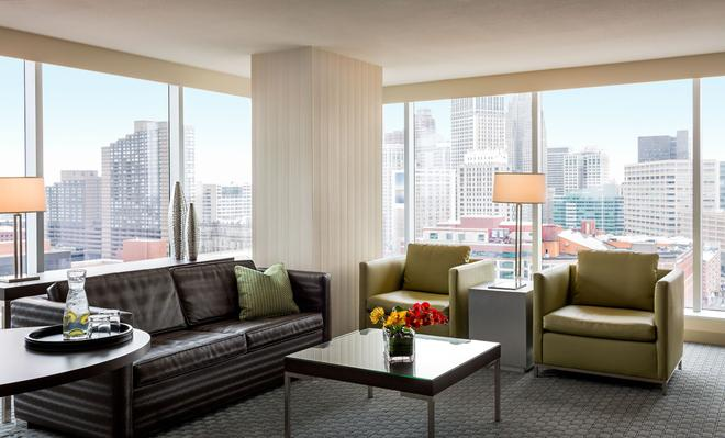 Greektown Casino Hotel - Detroit - Living room