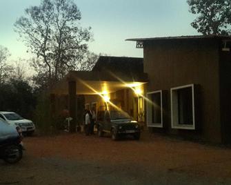 Jharana Jungle Lodge - Khadsangi - Building