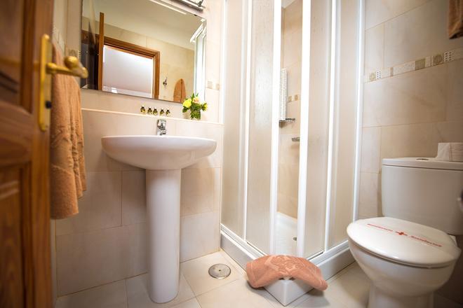 Ona Las Brisas - Playa Blanca - Bathroom