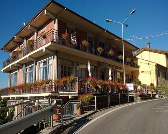 Amelia Dream View Hotel - Momigno - Building