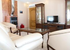 Zolotoy Ples - Plyos - Living room