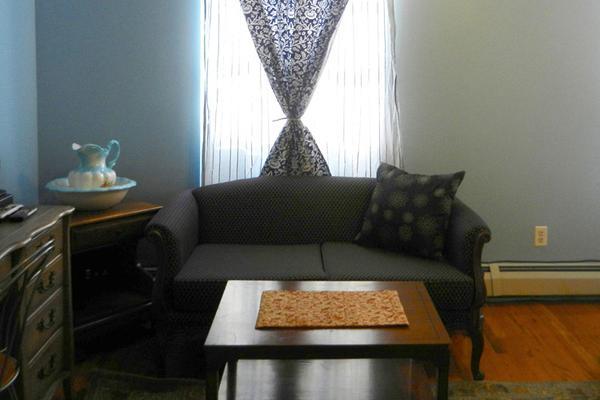 Efuru Guest House - New York - Living room