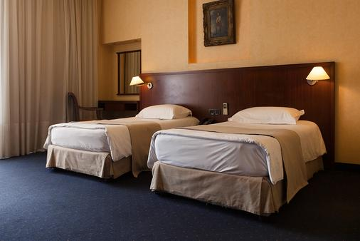 Mayflower Hotel - Beirut - Bedroom