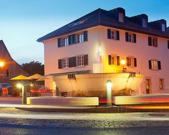 Hotel restaurant La Croix Verte - Gland - Gebouw
