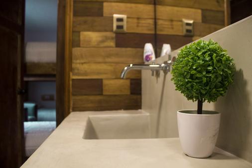 Casa Viva Hostel - Santiago - Bathroom