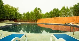 Brown Town Resort & Spa - Hyderabad - Pool