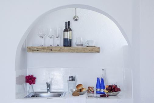 米爾典雅套房酒店 - 聖托里尼 - 菲羅斯特法尼 - 廚房