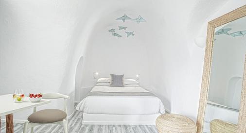 米爾典雅套房酒店 - 聖托里尼 - 菲羅斯特法尼 - 臥室