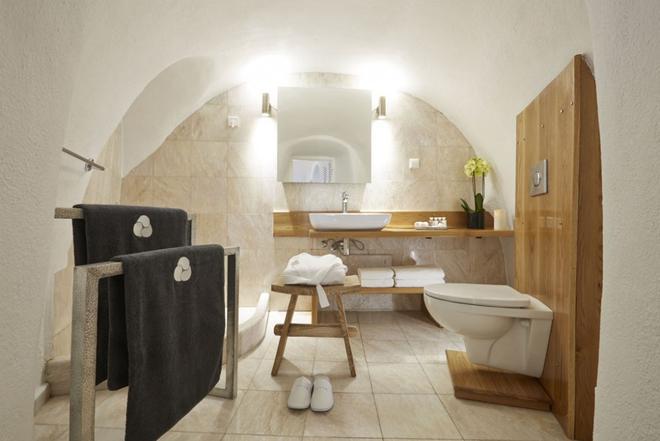 米爾典雅套房酒店 - 聖托里尼 - 費羅史戴芬妮 - 浴室