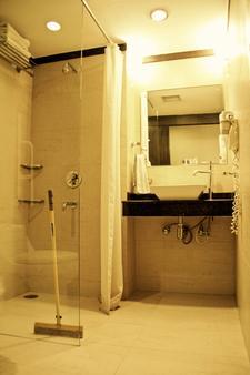 德里小住旅舍(德里暫居旅舍) - 新德里 - 浴室
