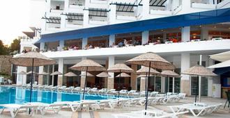 Mavi Kumsal Hotel - Αλικαρνασσός - Πισίνα