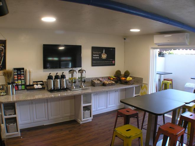 Hotel Pepper Tree Boutique Kitchen Studios - Anaheim - Anaheim - Buffet