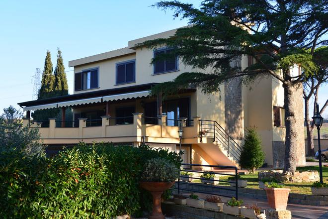 Bed and Breakfast La Corte degli Ulivi - Civitavecchia - Edificio
