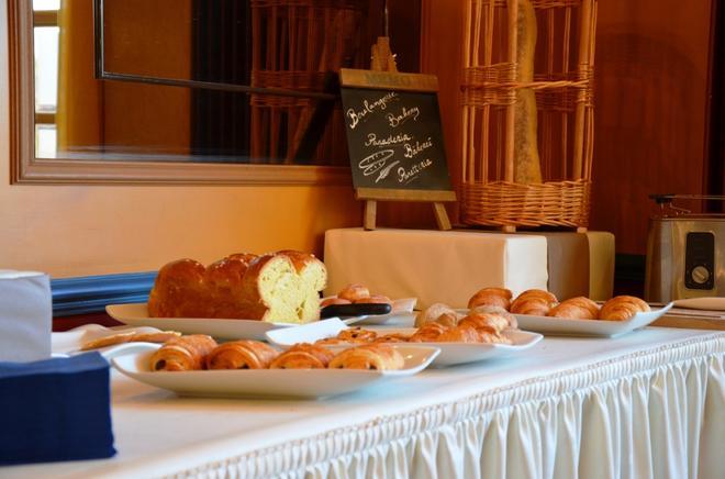 Chenal Hotel - Beauvais - Ruoka