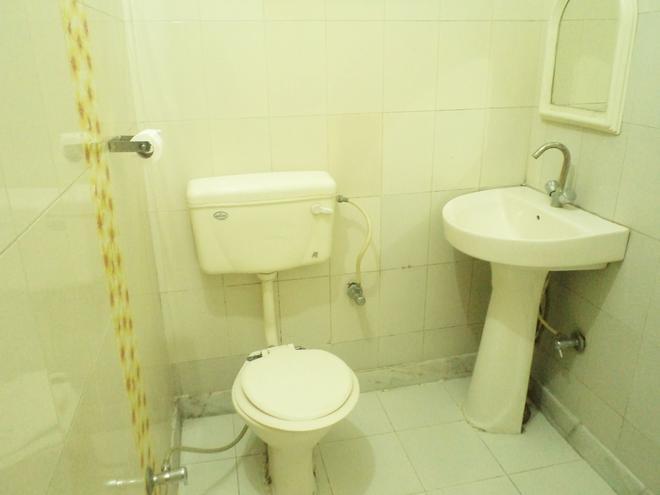 Hotel Aanandan Residency - Dehradun - Bathroom
