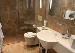 Palace St. George - Mönchengladbach - Bathroom