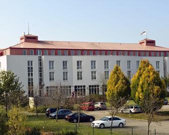 Ramada by Wyndham Weimar - Weimar - Building