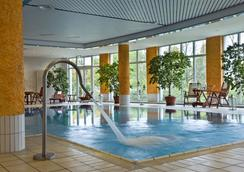 Ramada by Wyndham Weimar - Weimar - Pool