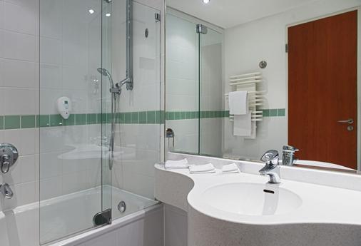 Wyndham Stralsund HanseDom - Stralsund - Bathroom