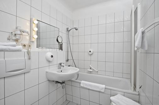 Days Inn by Wyndham Leipzig City Centre - Leipzig - Bathroom