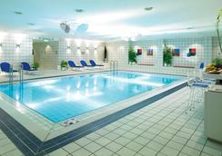 ฮอลิเดย์อินน์ เบอร์ลินซิตี้เวสต์ - เบอร์ลิน - สระว่ายน้ำ