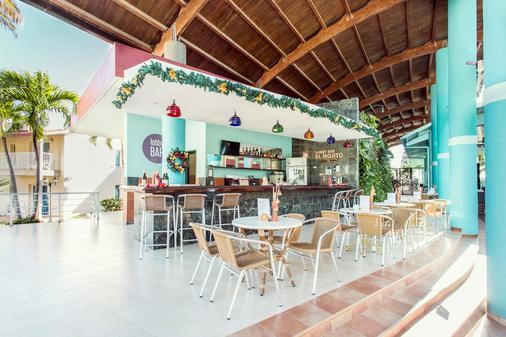 比萊夫體驗綠松飯店 - 式 - Varadero - 酒吧