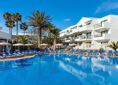 Be Live Experience Lanzarote Beach - Costa Teguise - Building