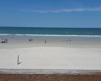 La Bella Oceanfront Inn - Daytona Beach - Beach