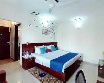 Hotel Blue Star By Amazone Holidays - Haldwani - Schlafzimmer