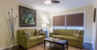 Coast Village Inn - Santa Barbara - Living room