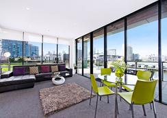 Docklands Private Collection of Apartments - Digital Harbour - Melbourne - Living room
