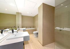 Docklands Private Collection of Apartments - Digital Harbour - Melbourne - Bathroom