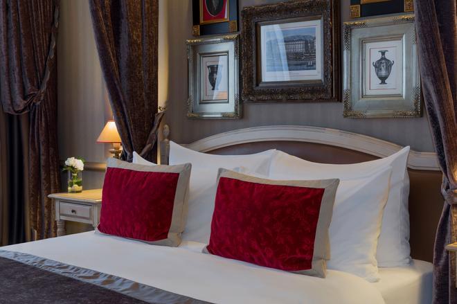 Royal Manotel - Geneva - Bedroom