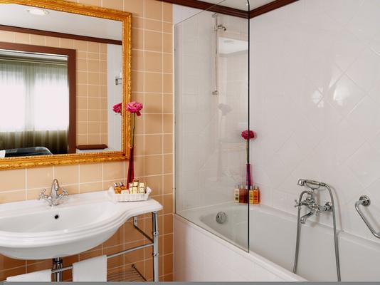 Royal Manotel - Geneva - Bathroom