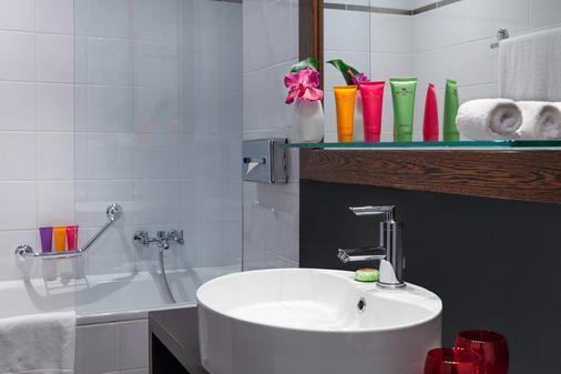 Auteuil Manotel - Geneva - Bathroom