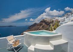 Athina Luxury Suites - Fira - Pool