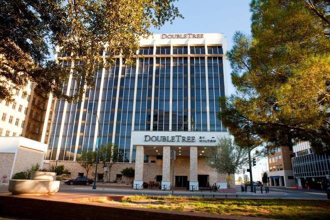 DoubleTree by Hilton Midland Plaza - Midland - Rakennus