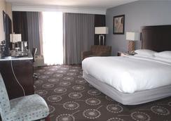 DoubleTree by Hilton Midland Plaza - Midland - Phòng ngủ