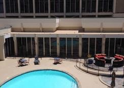 DoubleTree by Hilton Midland Plaza - Midland - Bể bơi